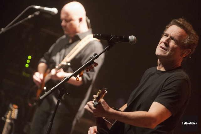 Johnny Clegg a lancé de belle façon la... (Photo Le Quotidien, Michel Tremblay)