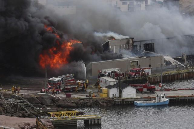 L'incendie à l'usine de traitement de poissons, crevettes... (La Presse Canadienne, Paul Daly)