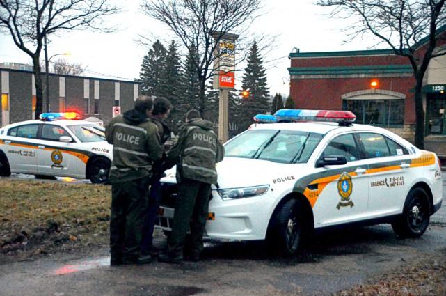 Les policiers de la SQ de Drummond ont... (Photo collaboration spéciale Éric Beaupré)