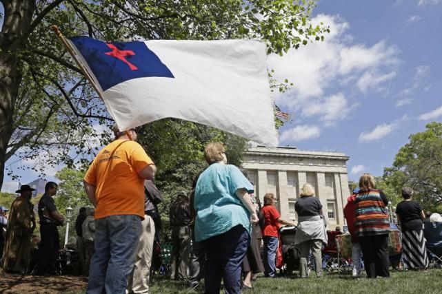 Une manifestation en faveur de la loi controversée... (PHOTO AP)