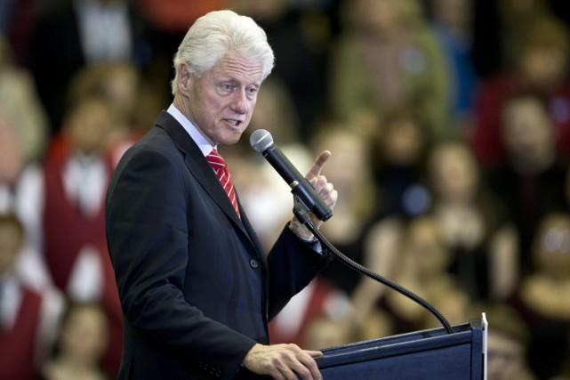 Bill Clinton fait présentement campagne pour sa femme... (PHOTO AP)