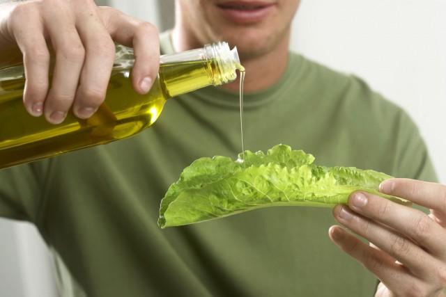 Remplacer les graisses animales par des huiles végétales fait baisser le taux... (PHOTO THINKSTOCK)