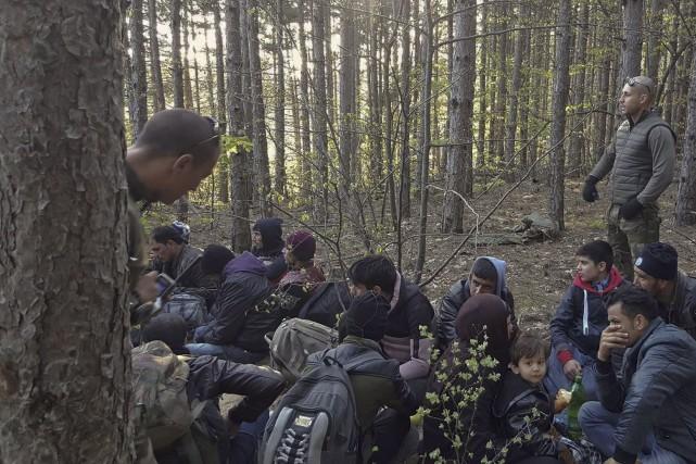 Des membres de la milice «Organisation de défense... (AFP)