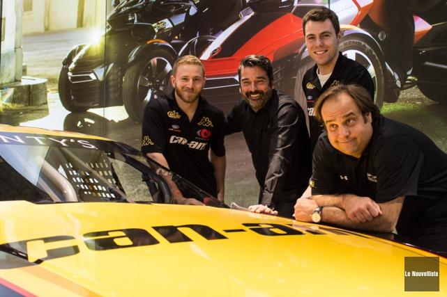 Jeffrey Earnhardt (à gauche) participera à l'épreuve NASCAR... (Nicolas Ducharme, Le Nouvelliste)