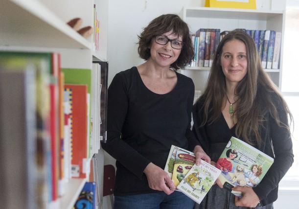 L'auteure jeunesse Dominique Tremblay et Julie Marchessault, administratrice... (Spectre Média, Frédéric Côté)