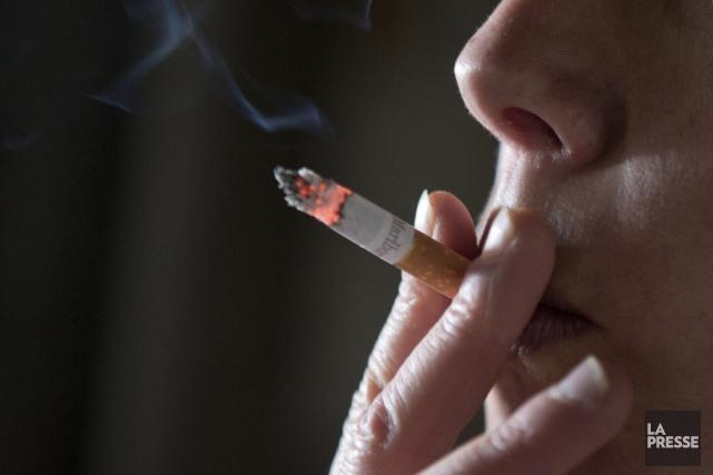 Le tabagisme nuit non seulement à la santé, mais aussi à l'emploi, selon une... (La Presse)