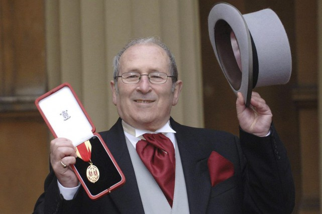 Arnold Wesker au palais de Buckingham en 2006.... (PHOTO ARCHIVES AP)