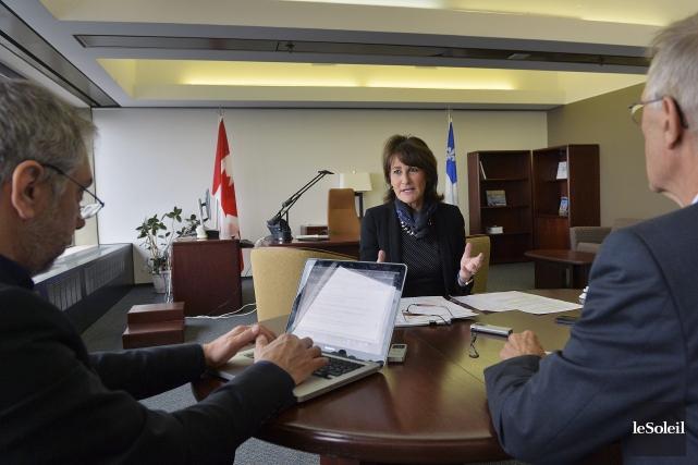 La ministre de l'Immigration, Kathleen Weil, lorsde l'entrevue... (Le Soleil, Patrice Laroche)
