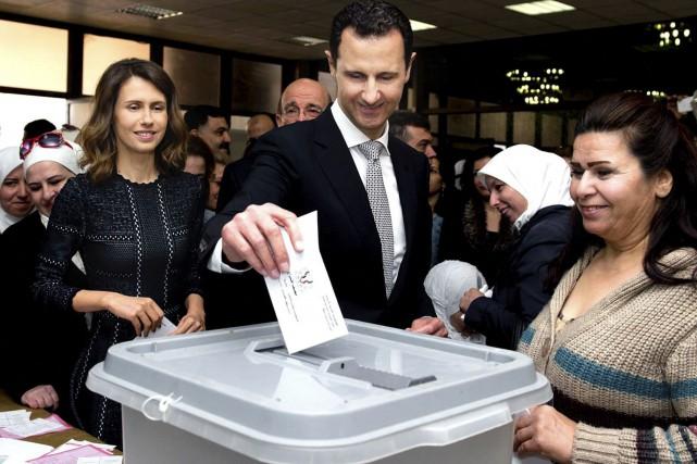 Le président syrien, Bachar al-Assad, s'est rendu voter... (AP)