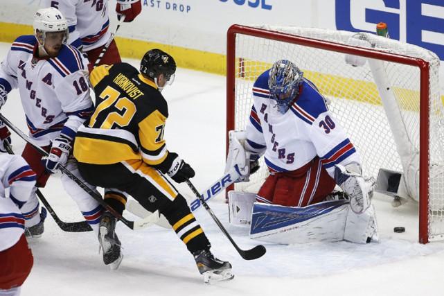 Patric Hornqvist a signé un tour du chapeau et les Penguins de Pittsburgh ont... (PHOTO AP)