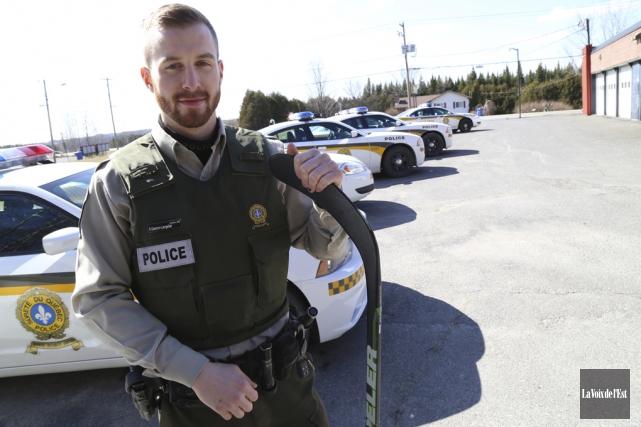 Le policier Simon Gascon était loin de se... (Janick Marois, La Voix de l'Est)