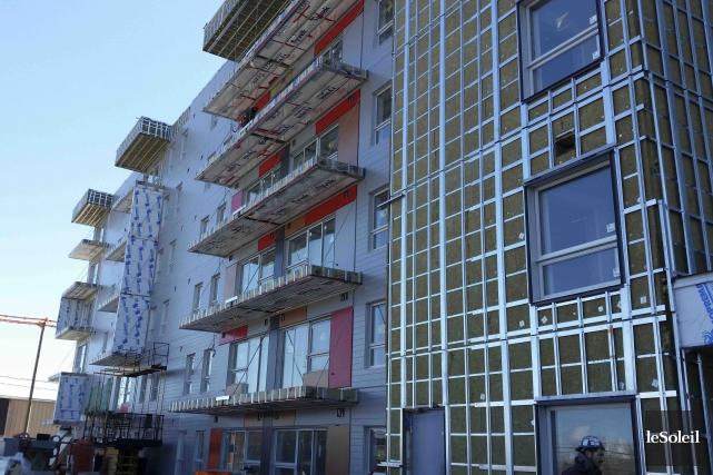 Du côté de Pointe-aux-Lièvres, un immeuble de logements... (Photothèque Le Soleil, Caroline Grégoire)