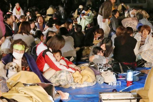 Des résidants ont trouvé refuge dans l'hôtel de... (PHOTO AKHIRO UEDA, KYODO NEWS/AP)