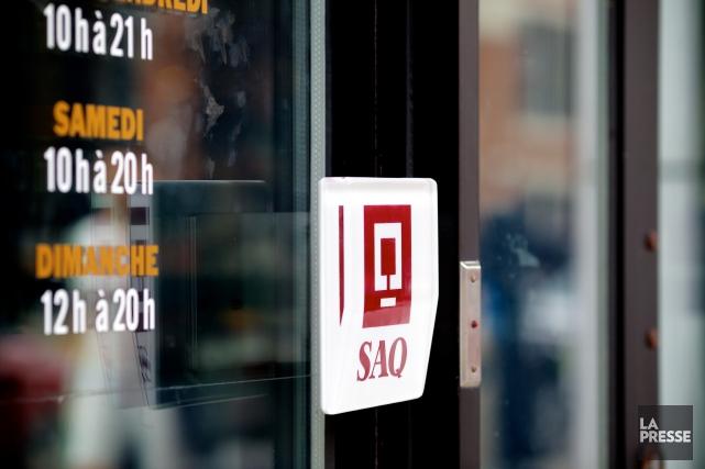 La Société des alcools du Québec (SAQ) coupera près de 10 pour cent des postes... (Archives La Presse)