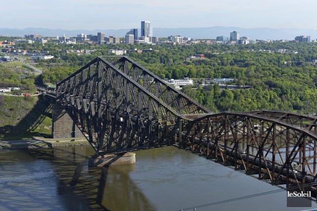 Repeindre le pont de Québec est un investissement... (Photothèque Le Soleil, Patrice Laroche)