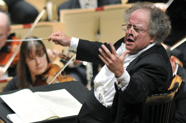 James Levine... (PHOTO ARCHIVES AP)