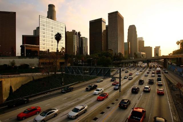 Los Angeles à l'heure de pointe, sous un... (PHOTO DAVID MCNEW, ARCHIVES GETTY IMAGES)