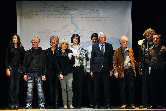 Des descendants de la famille de Léonard de... (photo Maurizio Degl'Innocenti, ANSA via AP)