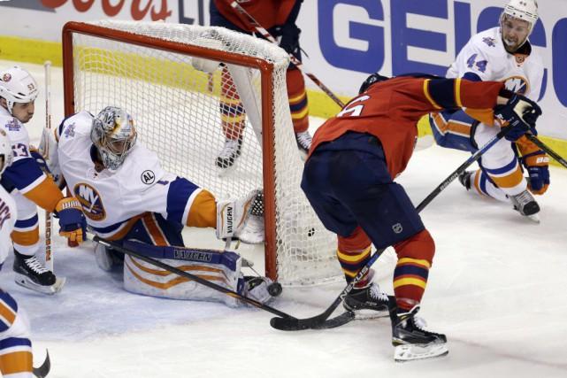 John Tavares a récolté un but et deux aides, dont une sur le but de Kyle Okposo... (Photo Alan Diaz, AP)