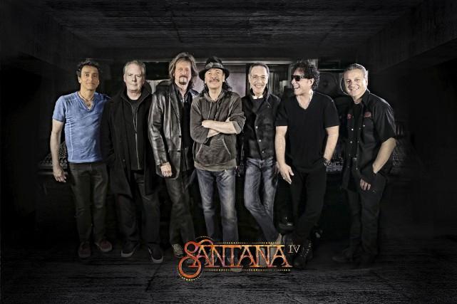 Carlos Santana (au centre) entouré des musiciens quiont... (Fournie par Sona Music)