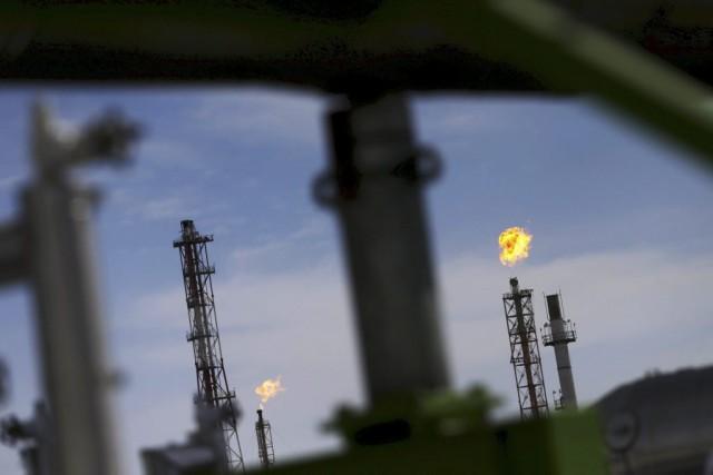 Les cours du pétrole ont fini en nette baisse vendredi, victimes d'un regain de... (PHOTO EDGARD GARRIDO, ARCHIVES REUTERS)