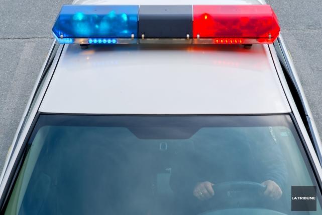 Un individu de 42 ans de Sherbrooke doit répondre de sa conduite au volant... (Archives La Tribune, Jessica Garneau)