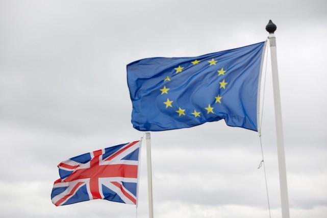 Cette première consultation des Britanniques sur l'Europe depuis... (PHOTO KRISZTIAN BOCSI, ARCHIVES BLOOMBERG)