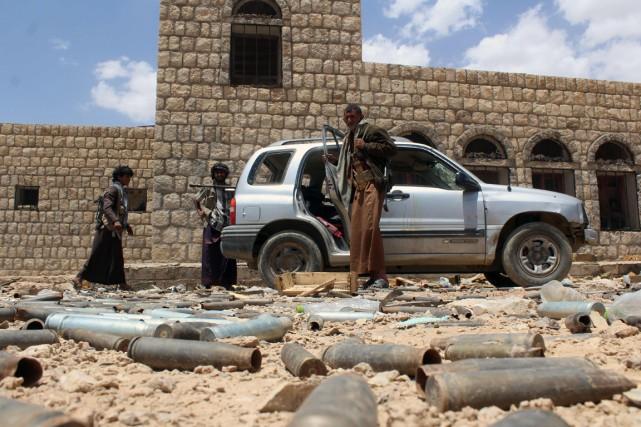 Des combattants loyaux au président exilé Abedrabbo Mansour... (Photo NABIL HASSAN, AFP)