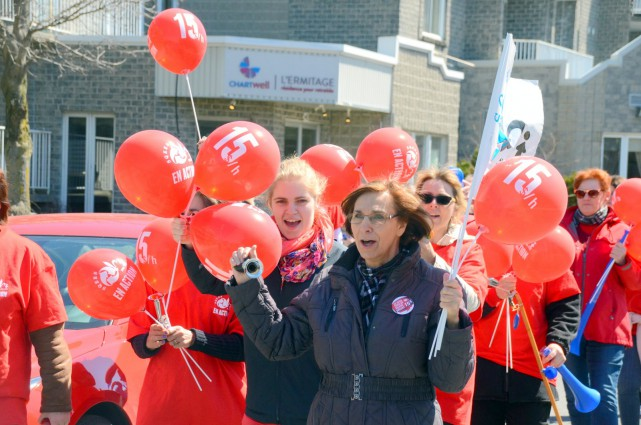 Près de 4000 travailleurs ont manifesté, vendredi midi,... (COLLABORATION SPÉCIALE, ÉRIC BEAUPRÉ)
