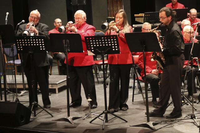 L'Harmonie de La Tuque, accompagnée des harmonies et du groupe MVT de l'école... (Audrey Tremblay)