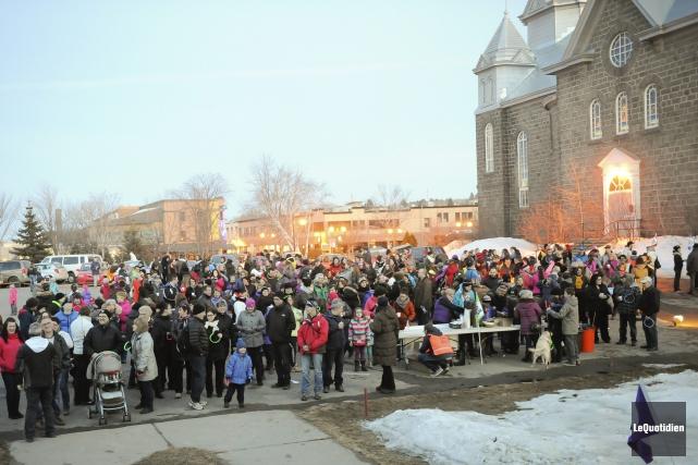 Quelque 400 personnes, selon l'estimation des organisateurs, ont... (Le Quotidien, Gimmy Desbiens)