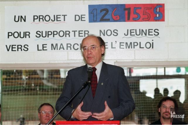Yvon Charbonneau, alors député fédéral d'Anjou, en 2001.... (PHOTO RÉMI LEMÉE, ARCHIVES LA PRESSE)
