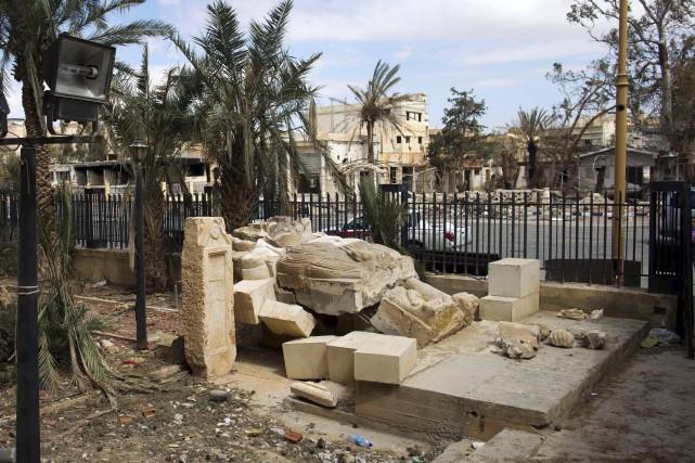 Le célèbre Lion de Palmyre, une statue vieille... (Associated Press)