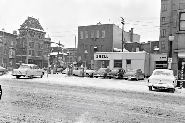 Certains points de ce coin du boulevard Charest à l'angle de la rue Dorchester... (Archives de la Ville de Québec, négatif numéro N00353)