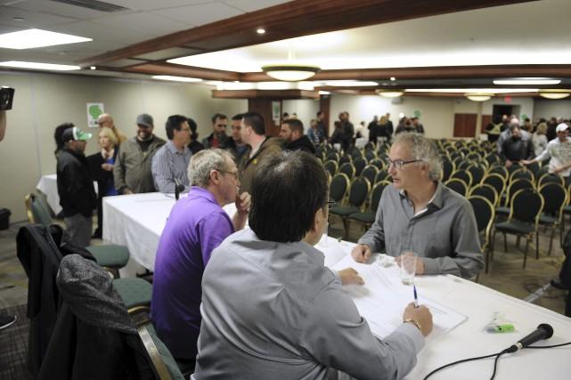Environ 200 membres ont assisté à l'assemblée générale... (Progrès-dimanche, Mariane L. St-Gelais)