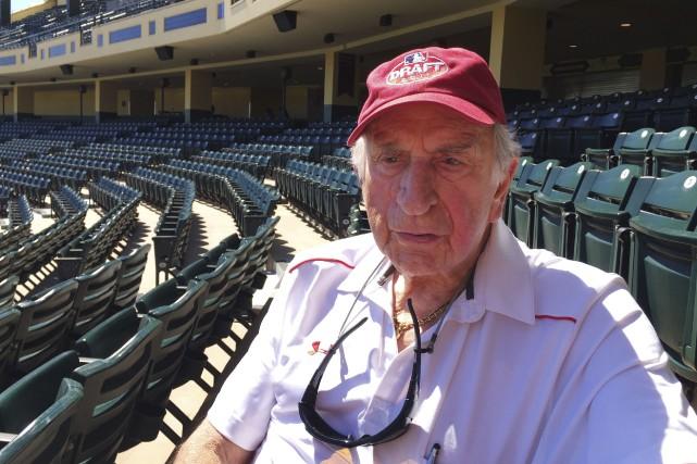 À 90 ans, Tommy Giordano est aujourd'hui assistant... (AP, Paul Newberry)