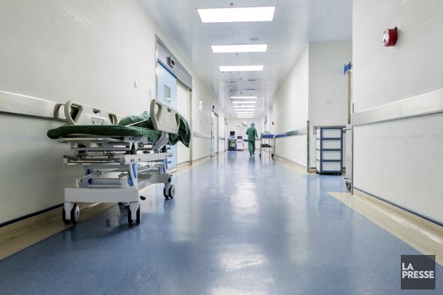 Le ministre de la Santé, Gaétan Barrette, s'est voulu rassurant mardi à l'égard... (123RF/hxdbzxy)