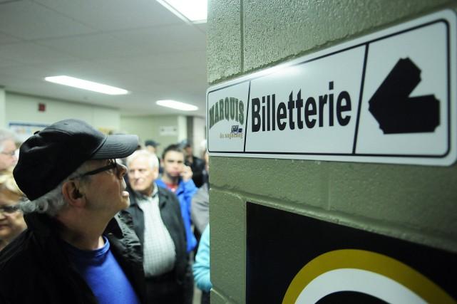 Le hall d'entrée du Palais des sports était... (Mariane L. Saint-Gelais)