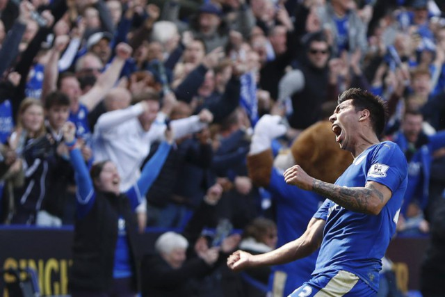 Leonardo Ulloa a assuré un point à Leicester... (PHOTO ADRIAN DENNIS, AFP)