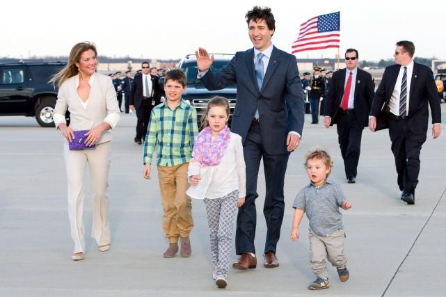 Le premier ministre Trudeau avec sa femme et... (La Presse Canadienne, Paul Chiasson)