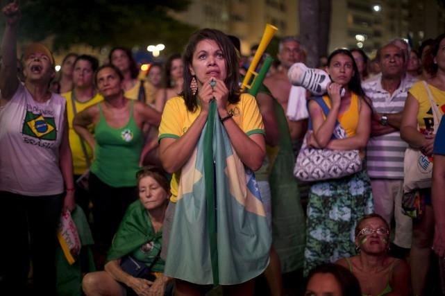 L'ambiance était tendue, dimanche au Brésil, alors que... (Associated Press)