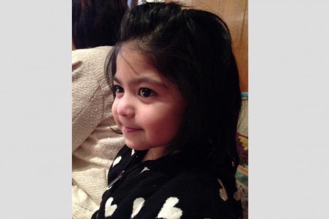 Julia Dela-Cruz, 4 ans, aurait été enlevée par... (Courtoisie, Police provinciale de l'Ontario)