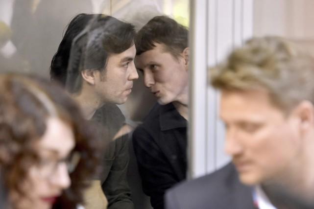 Le capitaine Evgueni Erofeïev (à gauche) et le... (PHOTO GENYA SAVILOV, AFP)
