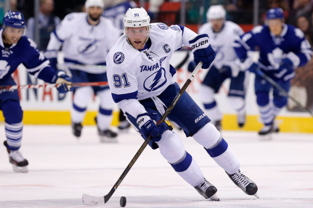 Steven Stamkos amorcera mardi sa rééducation à la... (Photo Mark Blinch, Reuters)