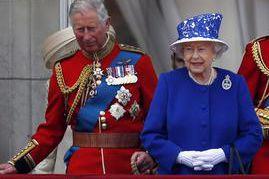 Le prince Charles et lareine Elizabeth II... (Photo PC)