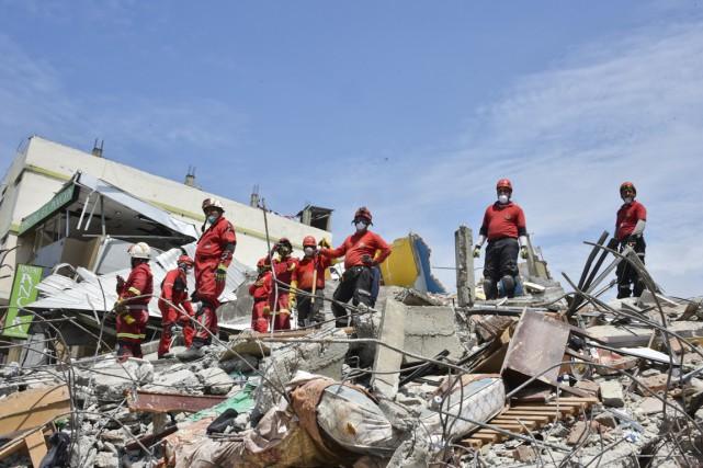 Le séisme de magnitude 7,8 a frappé l'Équateur... (Photo AFP)