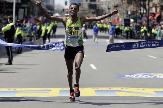 Lemi Berhanu Hayle a remporté le 120e marathon...