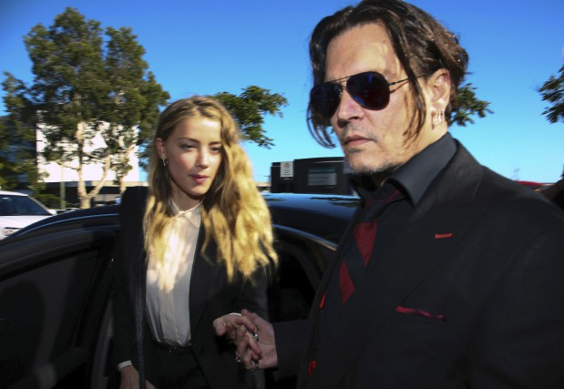 Johnny Depp et sa femme Amber Heard à... (AFP, Patrick Hamilton)