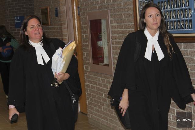 L'avocate de la défense Me Stéphanie Côté et... (La Tribune, René-Charles Quirion)