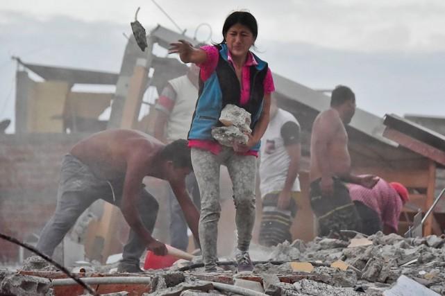 Les édifices de la ville de Manta, située... (Luis Acosta, AFP)